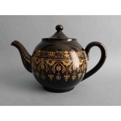 Sarreguemines - Teapot With Black Background, Rockingham Model - 19th Century