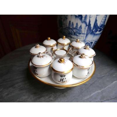 Porcelaine De Paris - 8 Pots à Crème Et Leur Présentoir  - XIXeme Siècle
