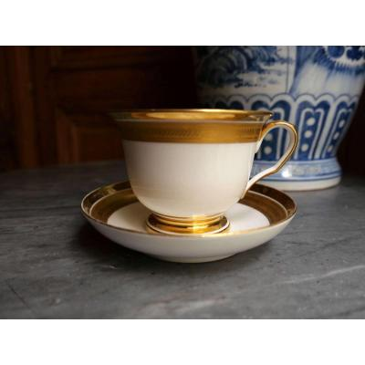 Porcelaine De Paris - A Large White Porcelain And Gold Breakfast Cup - XIXth Century