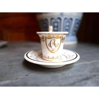 Porcelaine De Paris - A Mignonnette Cup With White And Gold Decor Encrypted Ga - Nineteenth Century