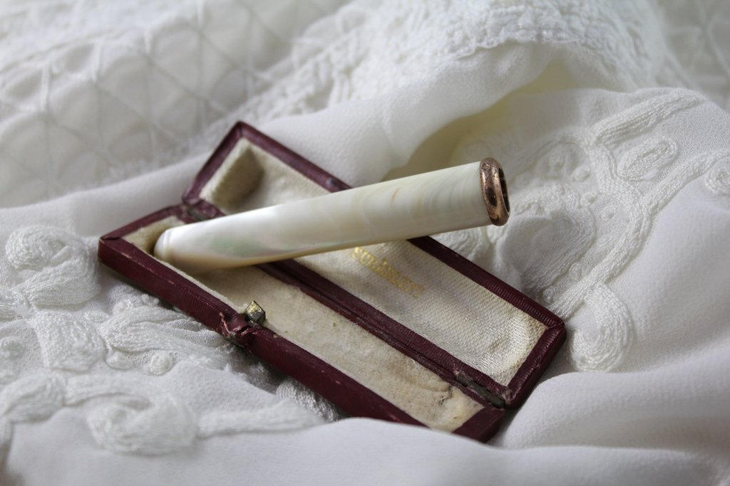 Cigarette Holder In Pearl And Vermeil Frame With Its Leather Case Early 20th Century