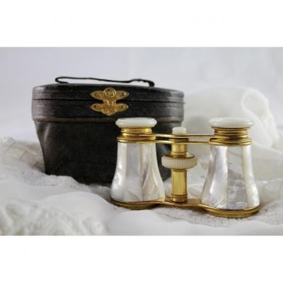 Pair Of Mother-of-pearl Theater Binoculars And Its Leather Case Circa 1900