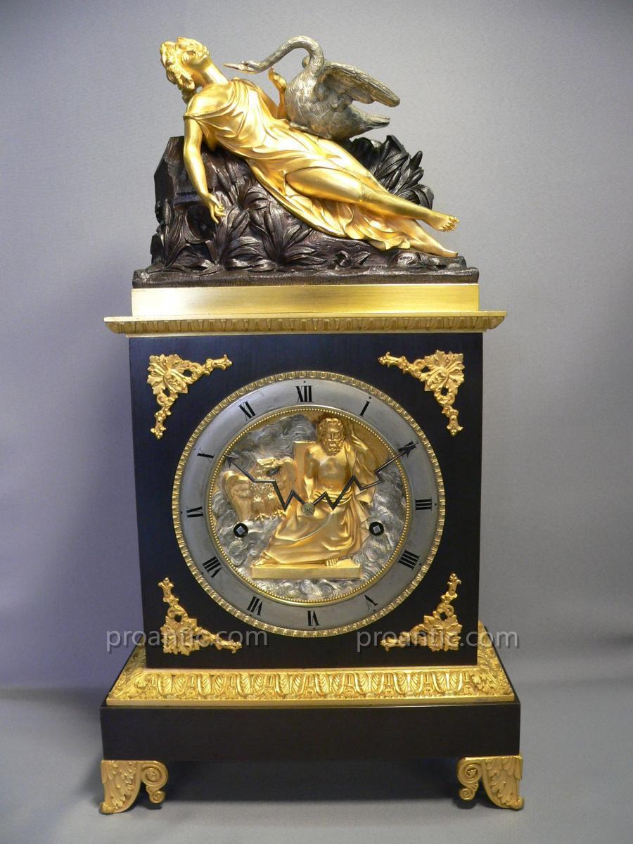 Pendule En Bronze XIXème Représentant Leda Et Le Cygne