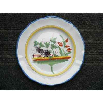 Nineteenth Waly Earthenware Dish With The Bunch Of Grapes