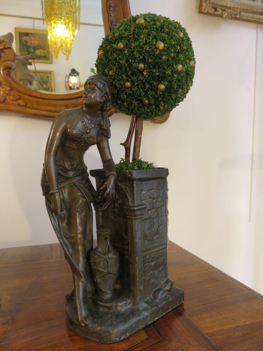 Jardinière En Régule : Femme Mauresque Près d'Une Fontaine , XIX ème