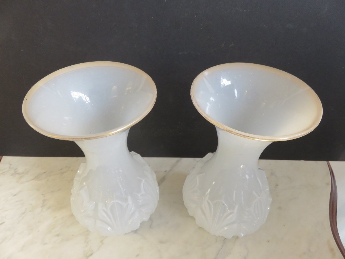 Pair Of White Opaline Vases With Leaf Decoration-photo-3