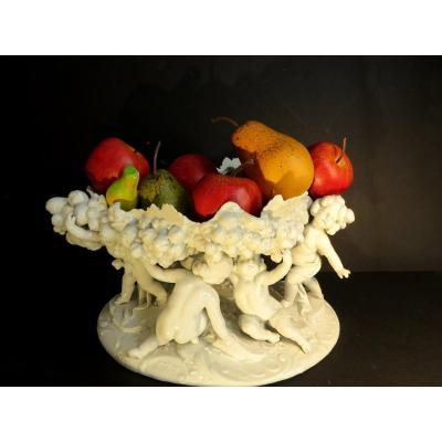 Important centre de table  ou coupe décorative en porcelaine blanche de Capodimonte  XIX ème