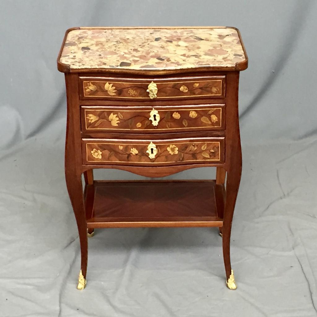 Petite Table Volante En Marqueterie d'époque XVIIIème