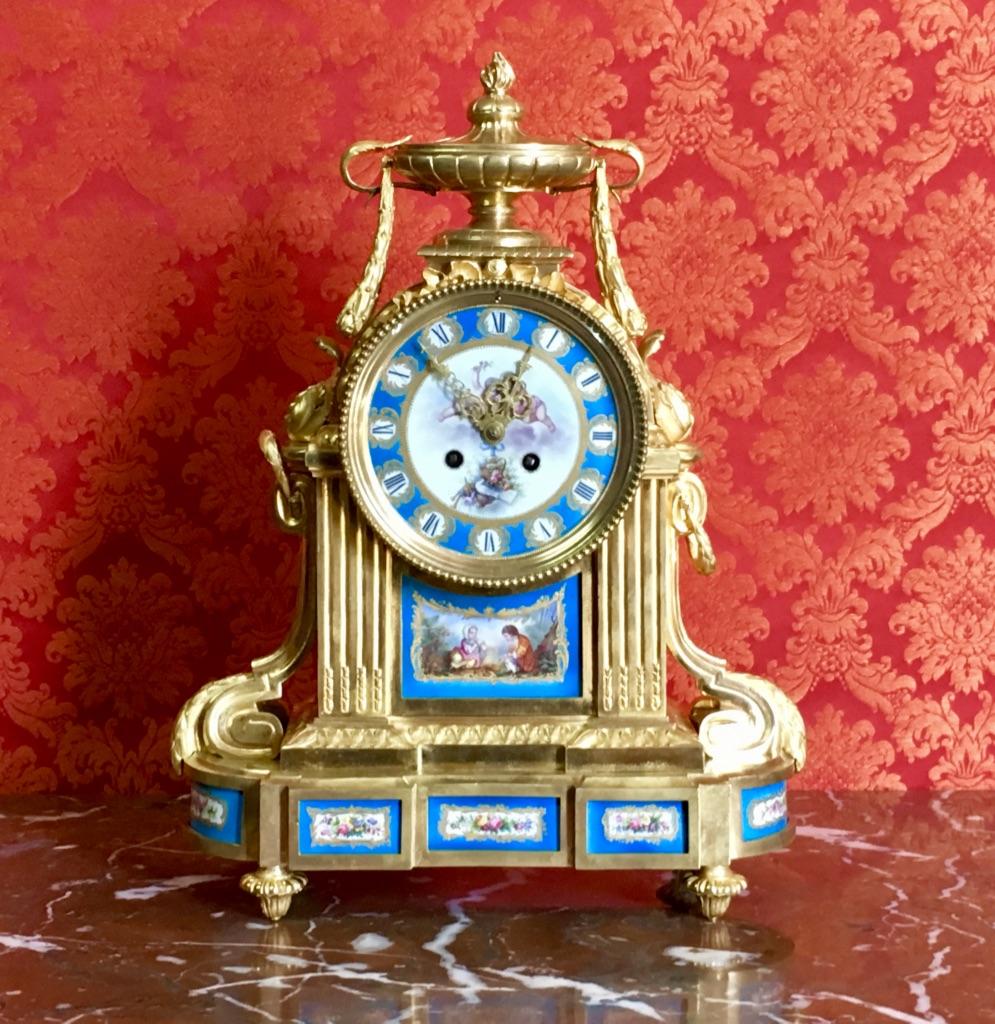 Pendule En Bronze Doré Et Porcelaine De Sèvres, époque XIXème