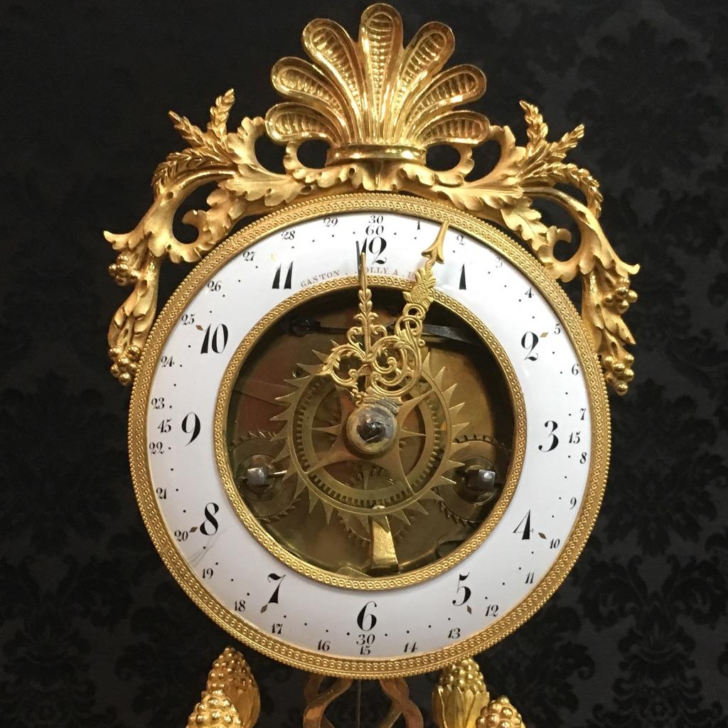 Pendule demi-squelette en bronze doré signée Gaston Jolly à Paris, époque XVIIIème-photo-3