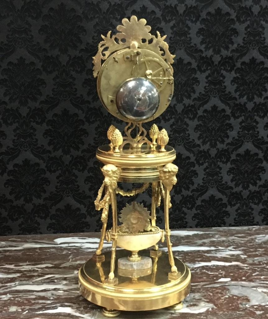 Pendule demi-squelette en bronze doré signée Gaston Jolly à Paris, époque XVIIIème-photo-2