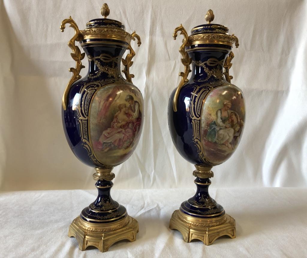 Paire De Vases En Porcelaine De Sèvres Et Bronze Doré, époque XIXème