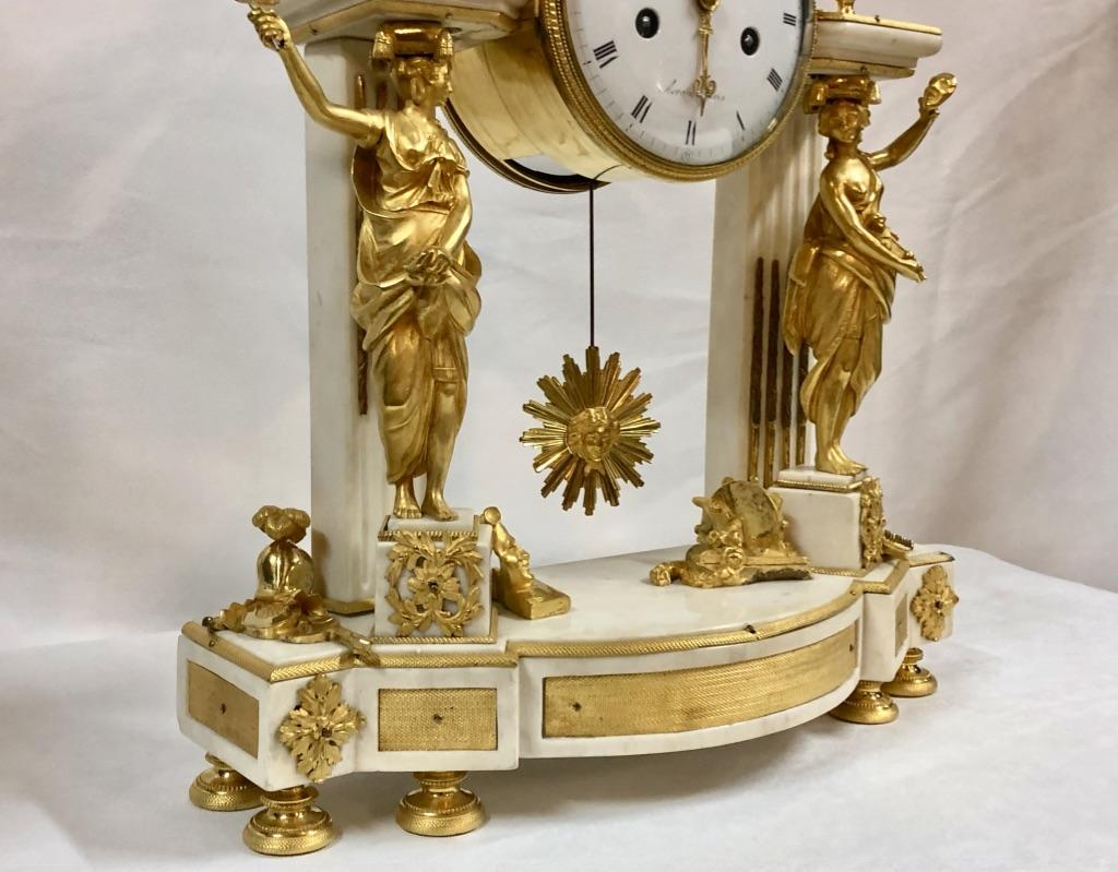 Pendule Portique En Marbre Blanc Et Bronze Doré, Décor Théâtre, époque XVIIIème-photo-4