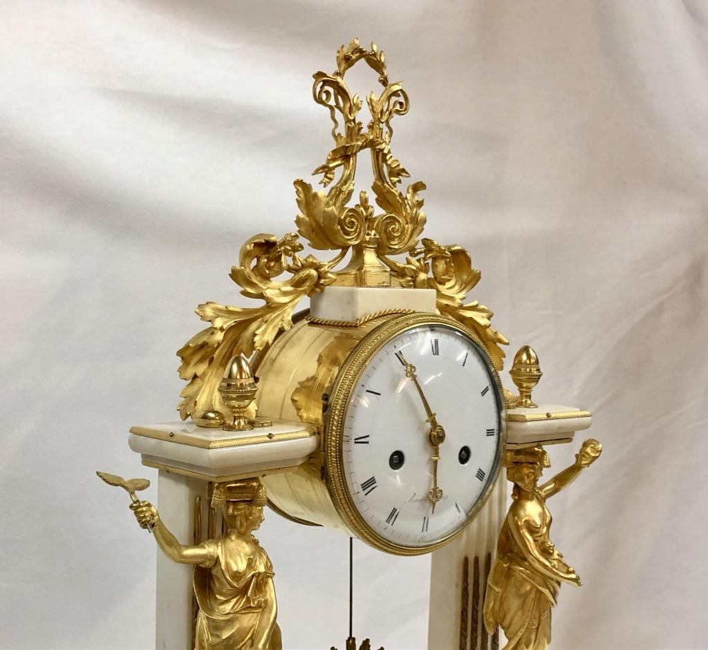 Pendule Portique En Marbre Blanc Et Bronze Doré, Décor Théâtre, époque XVIIIème-photo-8