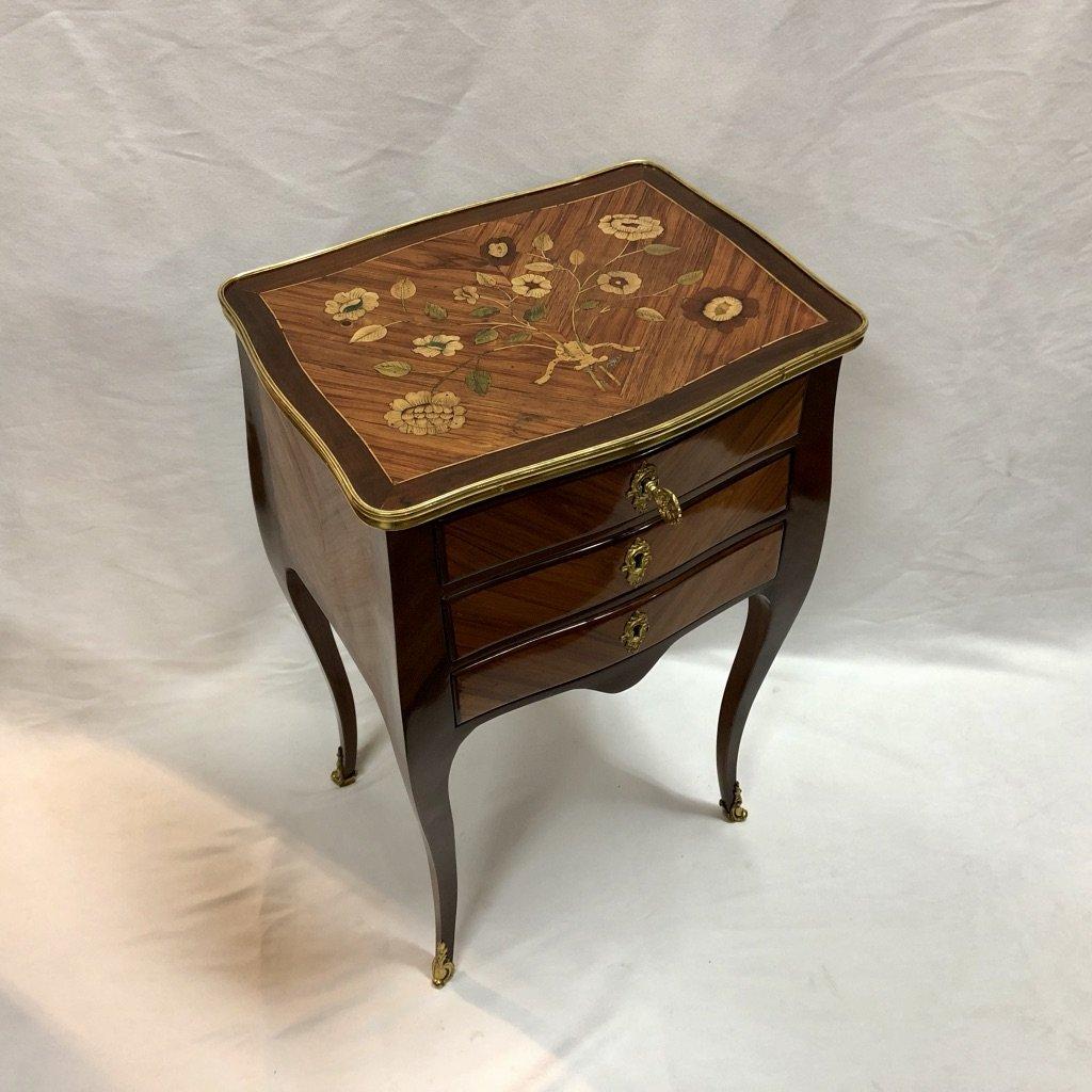Table Volante à Décor De Fleurs, époque XVIIIème