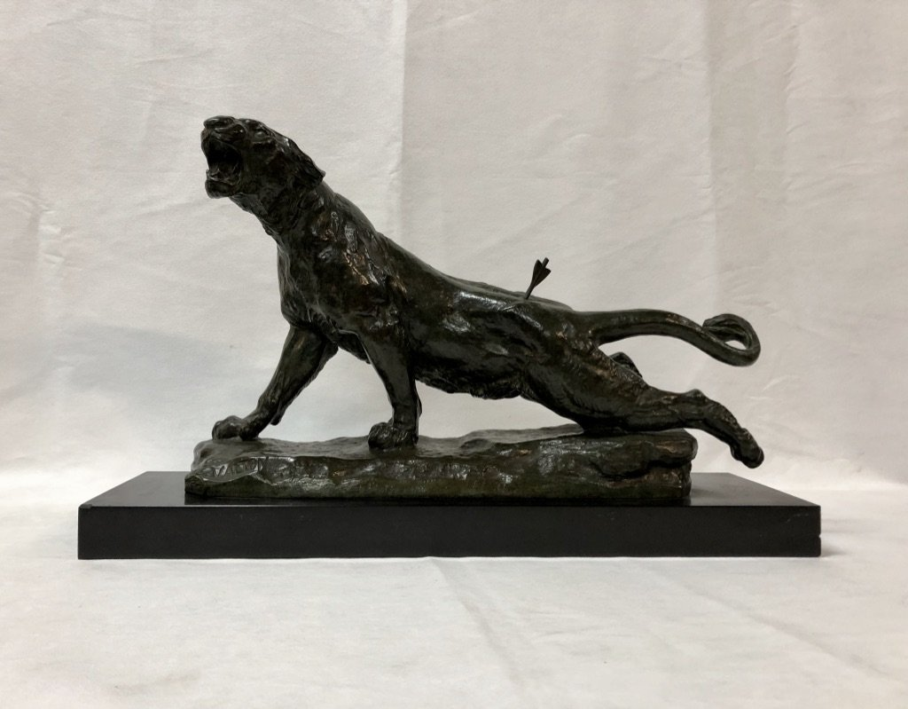"""Bronze """"lionne blessée"""" signé Charles Valton 1851 - 1918"""