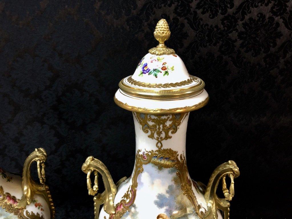 Importante Paire De Vases Forme Balustre En Porcelaine De Sèvres Datée 1840-photo-2