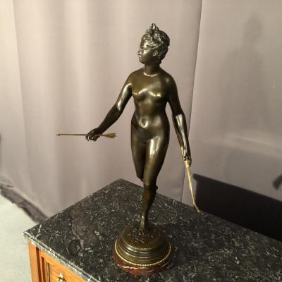 "Sculpture en bronze ""Diane chasseresse"" signée Houdon H:64cm"