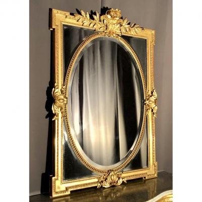 Miroir à parcloses et médaillon en bois et stuc doré, H:140