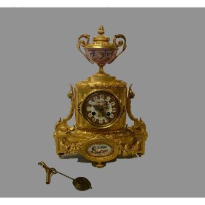 Pendulum In Bronze And Porcelain