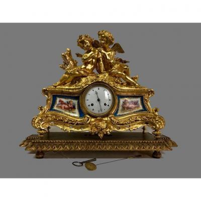 Pendule En Bronze Et Plaques De Sèvres