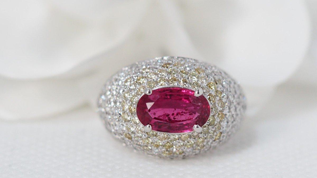 Bague Dôme En Or Blanc, Saphir Rose Et Diamants