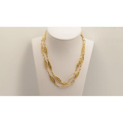 <br /> Filigree necklace in 18 kt / 750 &permil; yellow gold; Length 66 cm; Period: Vintage.