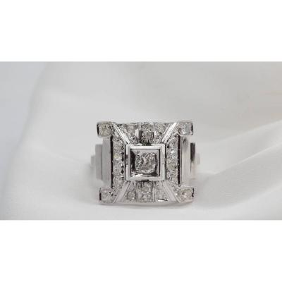 Art Deco Ring In Platinum And Diamonds