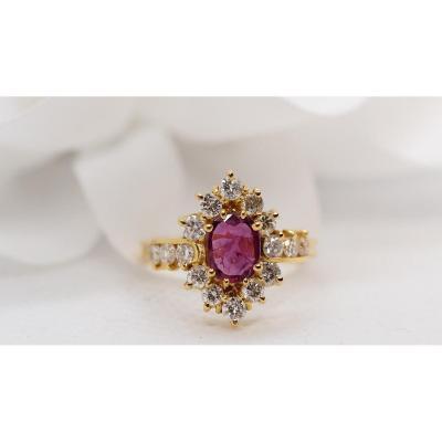 Bague En Or Jaune, Rubis Central Et Diamants