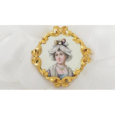 Antique Brooch In Yellow Gold And Enamelled Mother-of-pearl