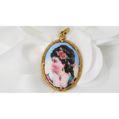 Yellow Gold And Porcelain Pendant