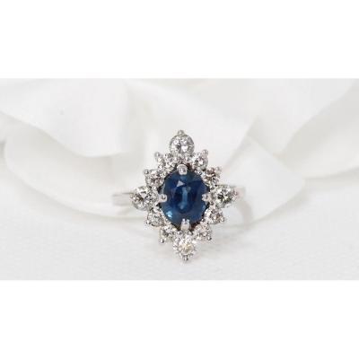 Bague Marquise En Or Gris Sertie d'Un Saphir Ovale Et Diamants