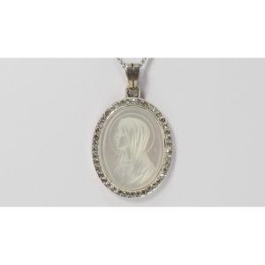 Merdaille Ancienne Vierge En Or Blanc, Nacre Et Diamants
