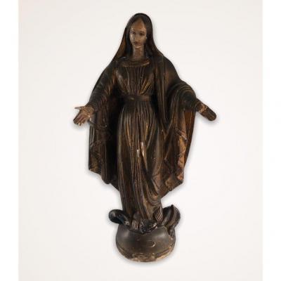 Sculpture en bois de la Vierge Marie écrasant le serpent du pêché originel