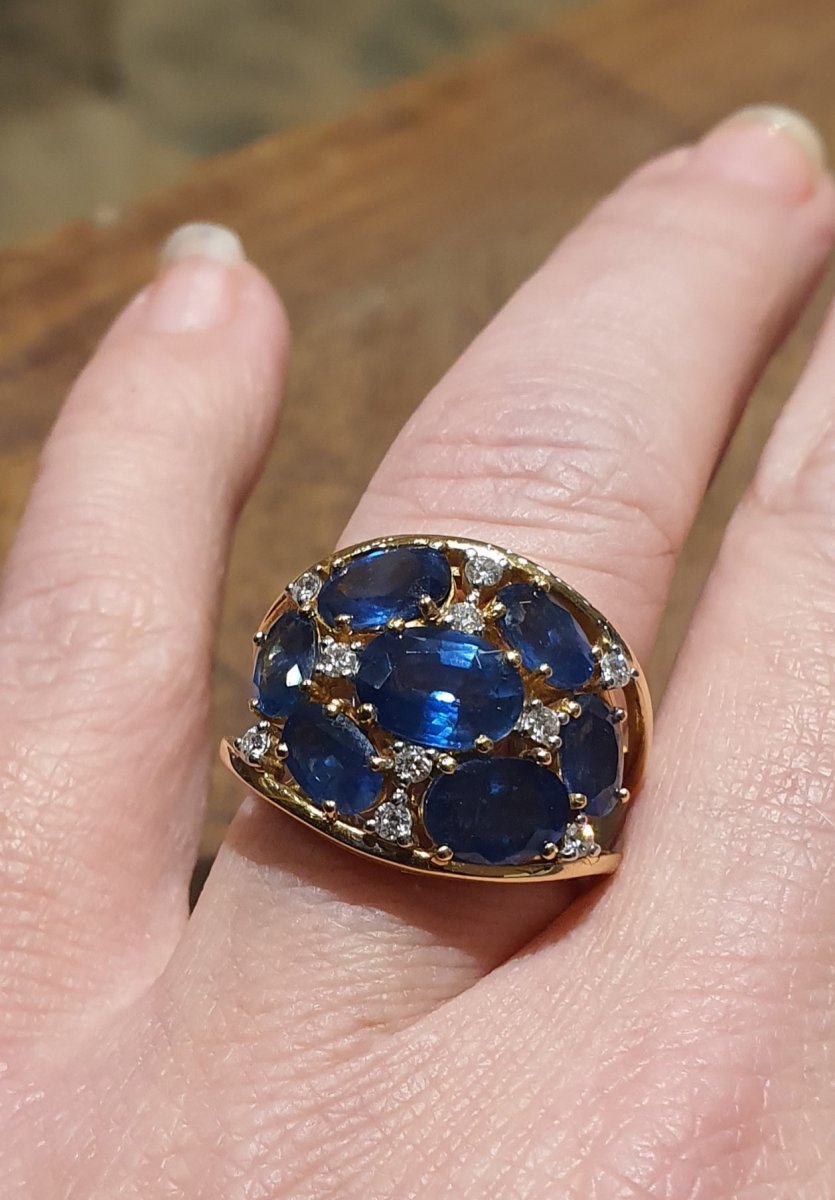 18ct Gold Ring Set With Sapphires And Diamonds