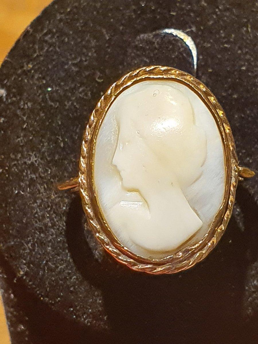 bague en or 9ct sertie camée coquillage