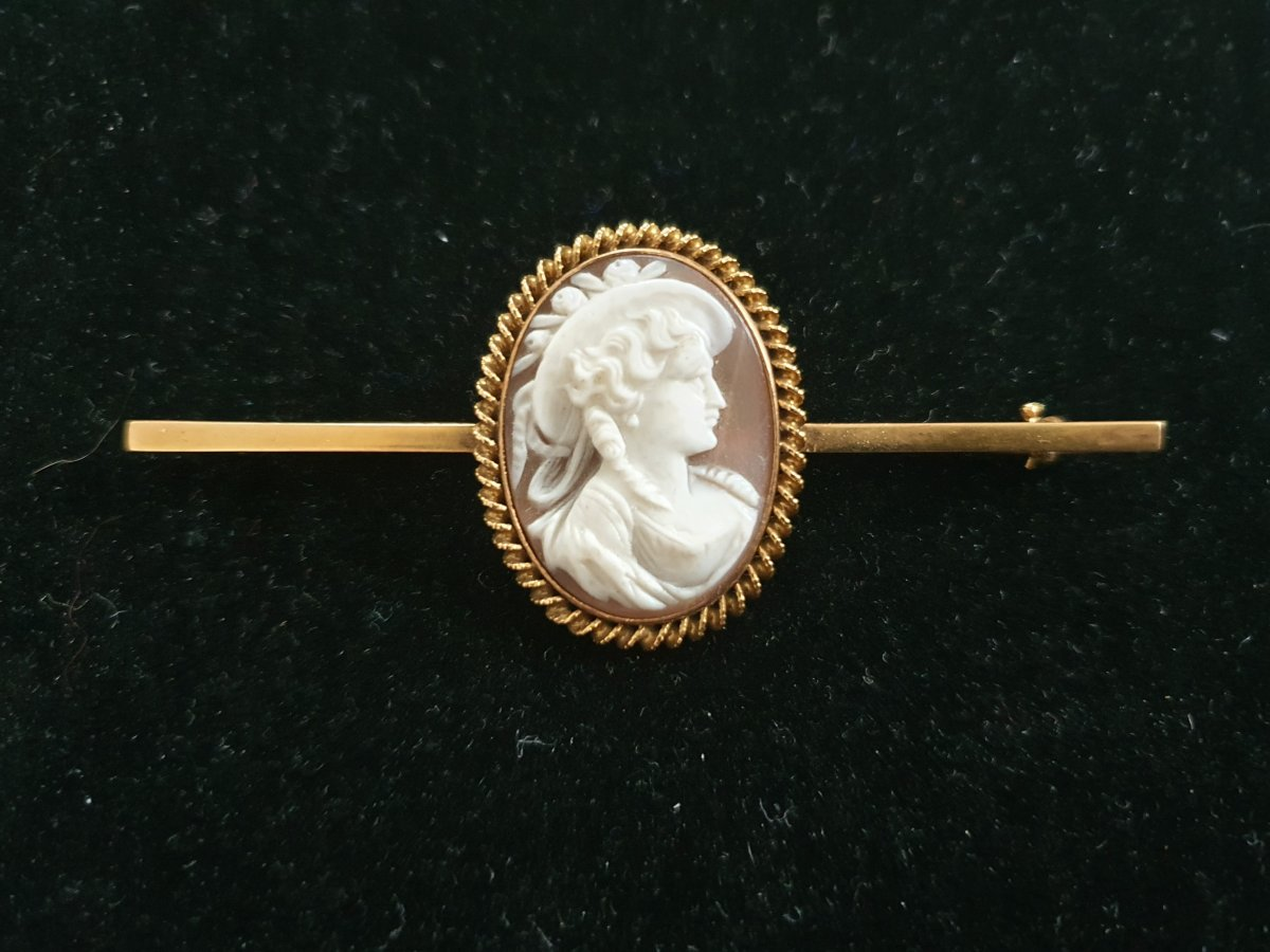 broche or 18ct sertie camée coquillage