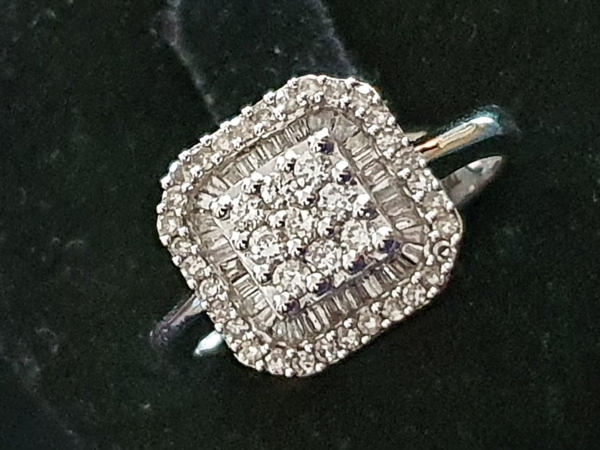 bague en or 18ct sertie d un pavage de diamants