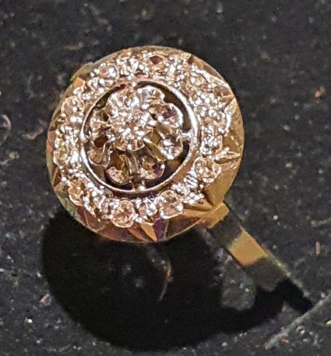 18 Kt Gold Ring Set With Old Cut Diamonds