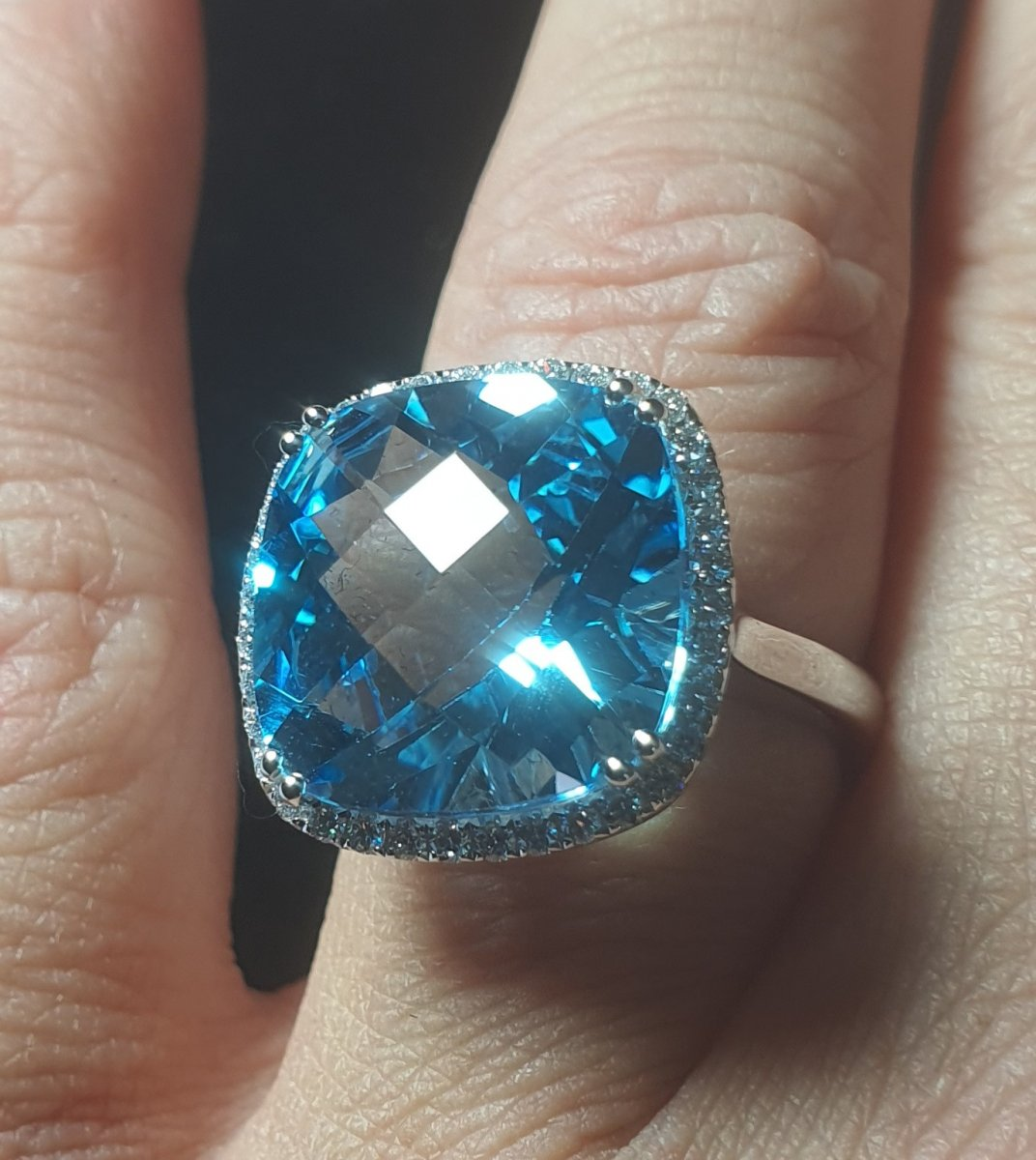 Ring In 18ct White Gold Set With A Blue Topaz Paving Brilliant