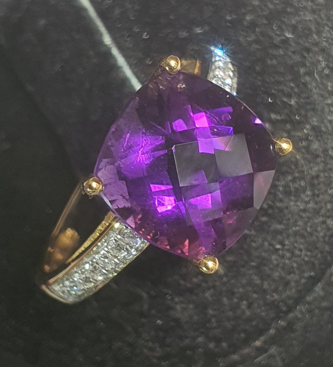 Ring In 18ct White Gold Set With Amethyst And Brilliant
