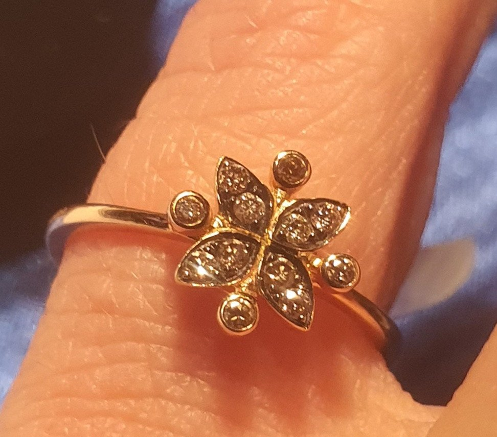 18ct Gold Ring Set With Old Cut Diamonds Late 19th Century