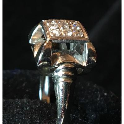 18kt White Gold Ring Set With Diamond Paving