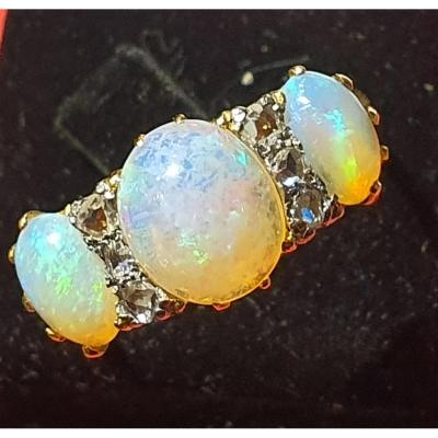 18ct Gold Ring Set Opals And Diamonds Old Size