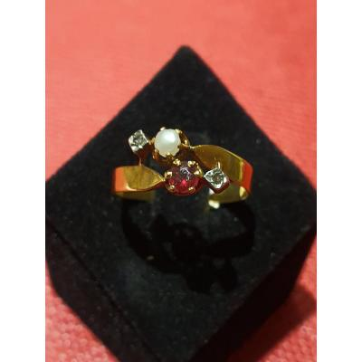 18ct Gold Ring Set With Pearl Baroque Pearls And 2 Small Rose Cut Diamonds