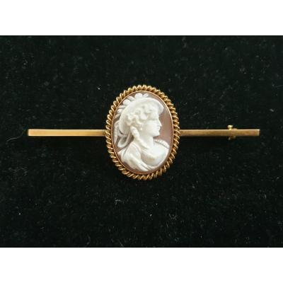 18ct Gold Brooch Set With Seashell Cameo
