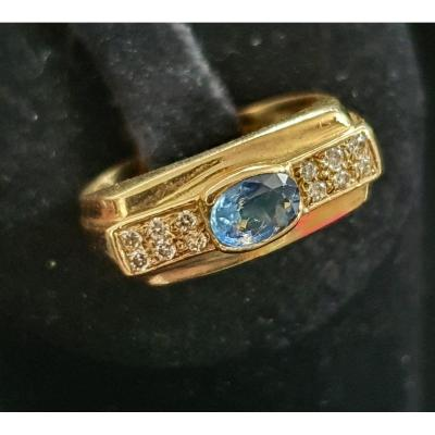 18ct Gold Ring Set With A Sapphire Surrounded By 2 Baguette-cut Diamonds