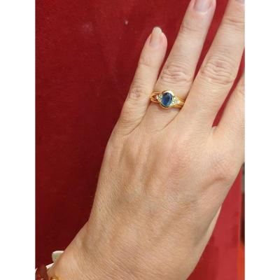 18ct Gold Ring Set With A Sapphire Surrounded By 6 Diamonds