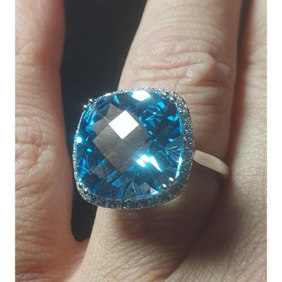 Bague En Or Blanc 18ct Sertie D Une Topaze Bleue Pavage Brillants