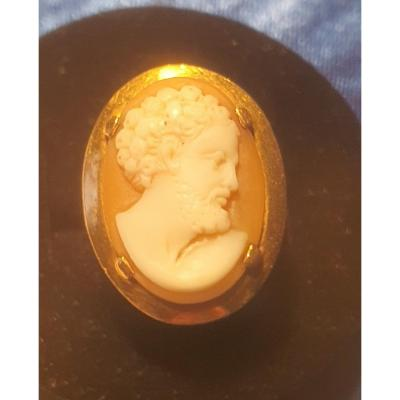 18ct Gold Ring Set With A Cameo